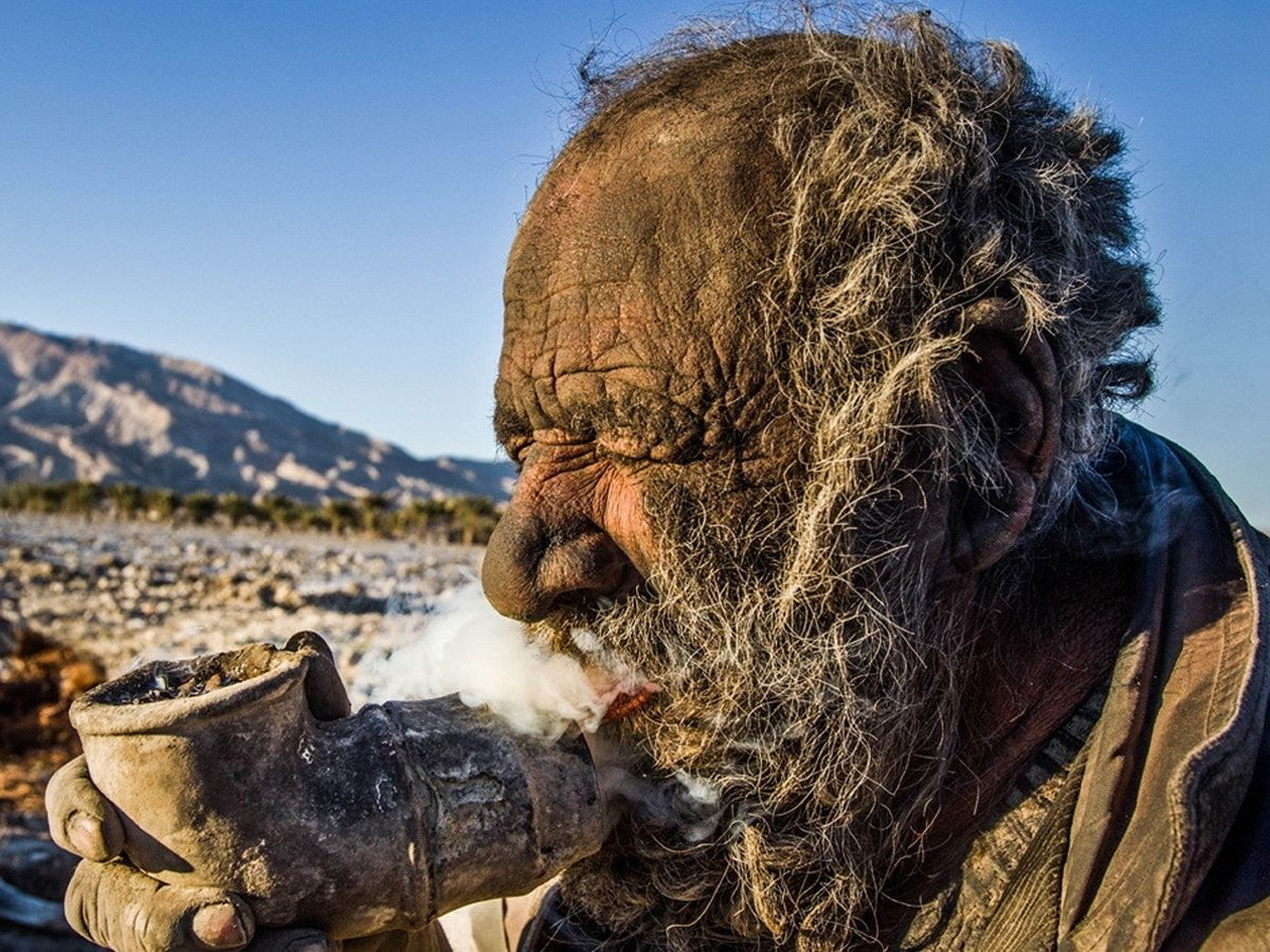 World's dirtiest man last bathed in 1954  Smokes animal dung thru a