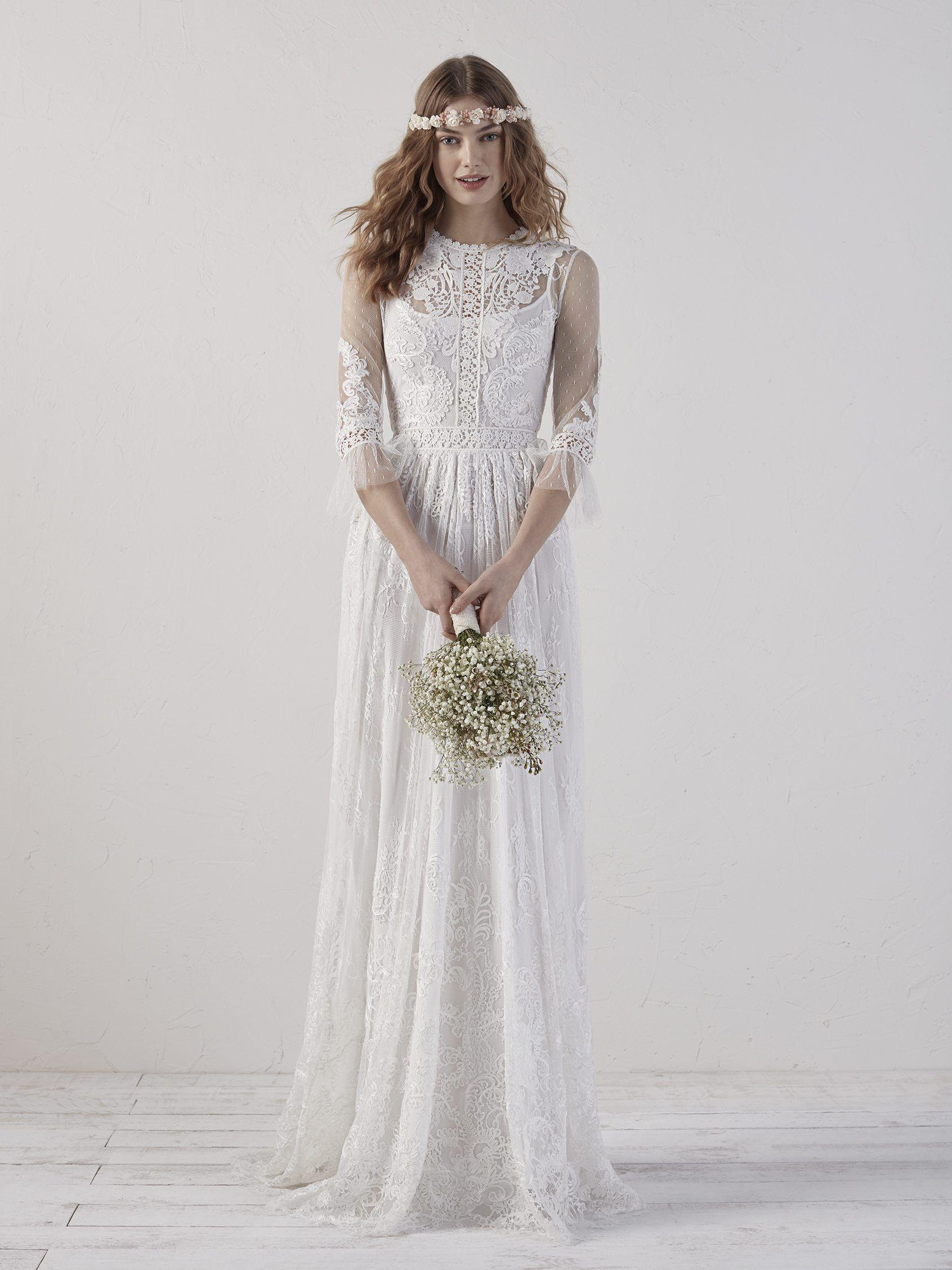 Verspieltes und sehr romantisches Brautkleid von Pronovias, das sich ...