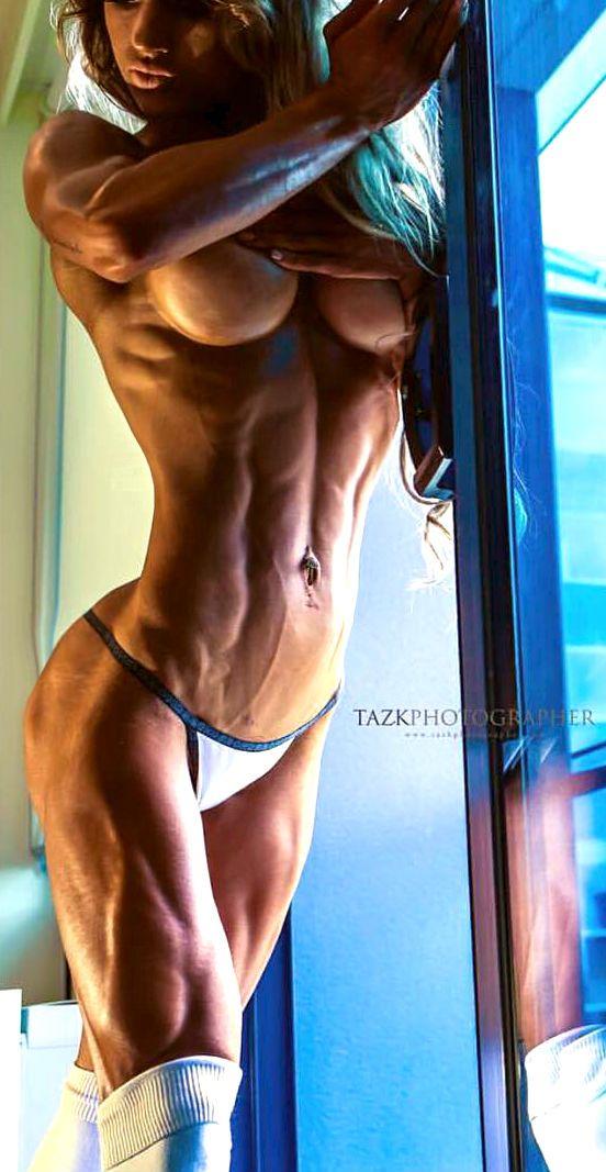 Fitnessmodel mit krasser Form!