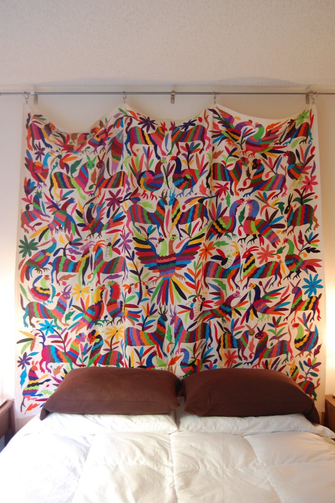 Great way to hang a mexican textile mexican decor for Casa mexicana muebles