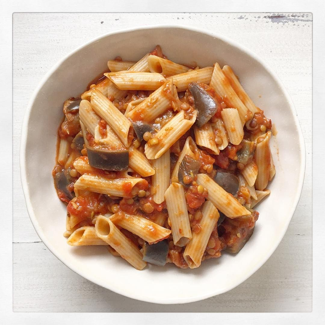 «Nothing better than a bowl of pasta when you're feeling exhausted! Feasting on my favourite aubergine and lentil pasta from book 2 for lunch today as I…»