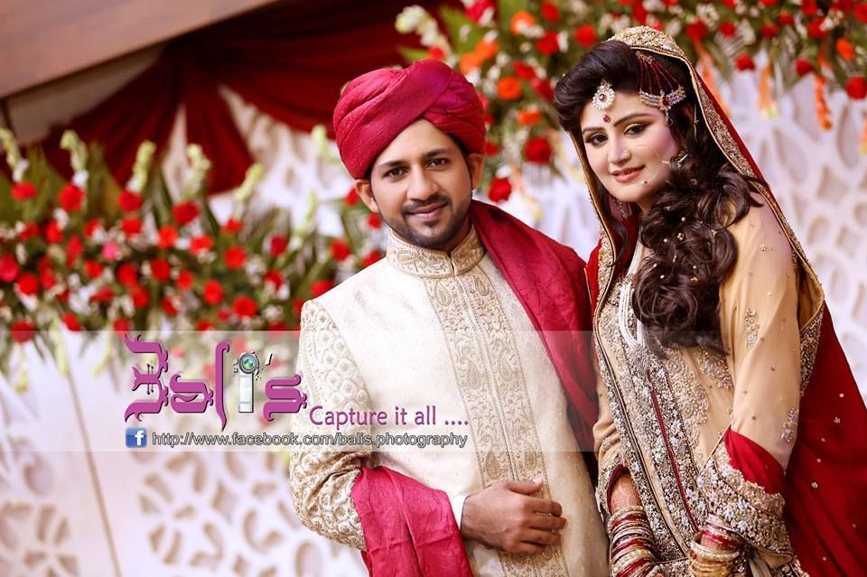 Cricketer Sarfraz Ahmed With Wife Syeda Khusbaht Wedding Pictures And Video Bells Ring For Sarfaraz Posted By Smart Choice Sports Club On