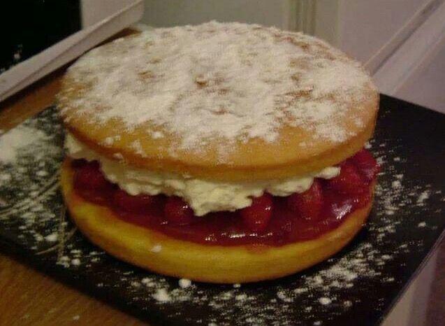 Fresh cream Victoria sponge