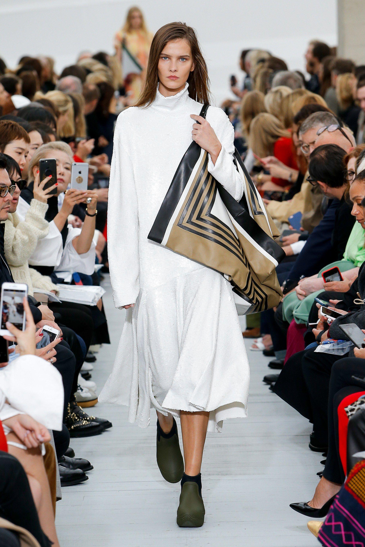 1b4940d6913 Céline Spring 2018 Ready-to-Wear Fashion Show - Magdalena Chachlica