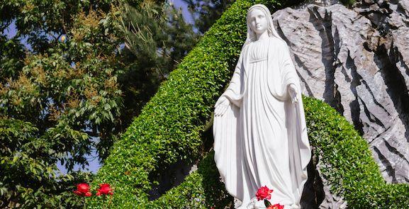 Une ancienne clinique du0027avortement dédiée à la Vierge Marie En - comment faire des fondations pour une maison