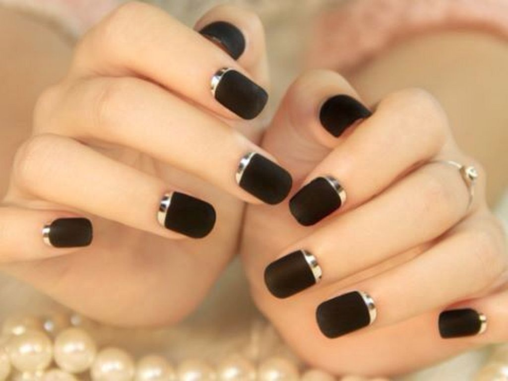 28 Elegant Black Gold Nail Art Designs For Your Cly Style
