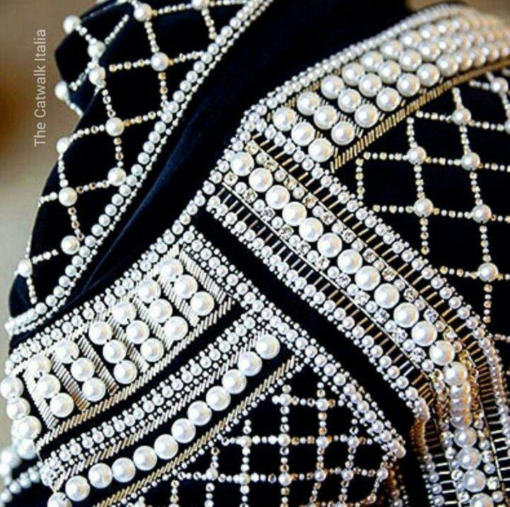 48f3b466145 Renda · Bordados De Ouro · Bordar en perlas con canutillos y mostacillas.  Jeans Velho