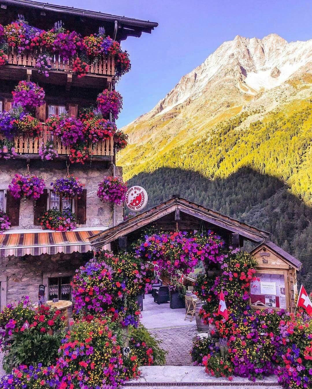 Hotel du Glacier in Arolla, Valais Photo by: @sennarelax