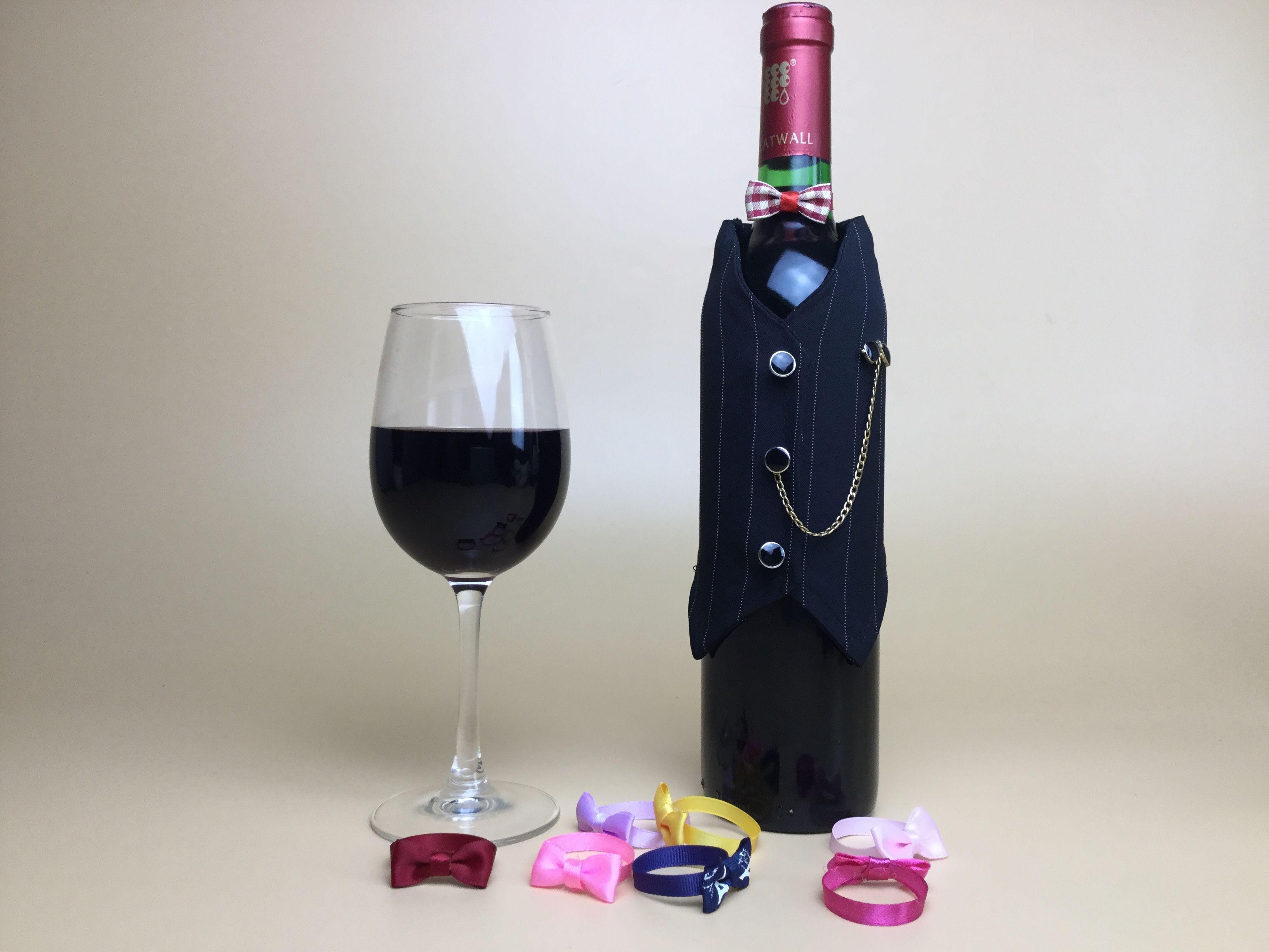 テーブルの雰囲気をぐっと高める、ワインボトルドレス。