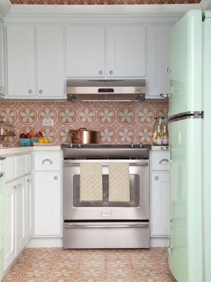 retro fliesen gemütliche küche gestalten ideen farbige aktente ...