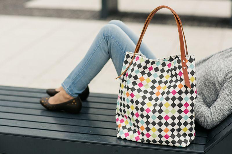 Tasche mit coolem Rautenmuster in schwarz und neon // bag with neon ...