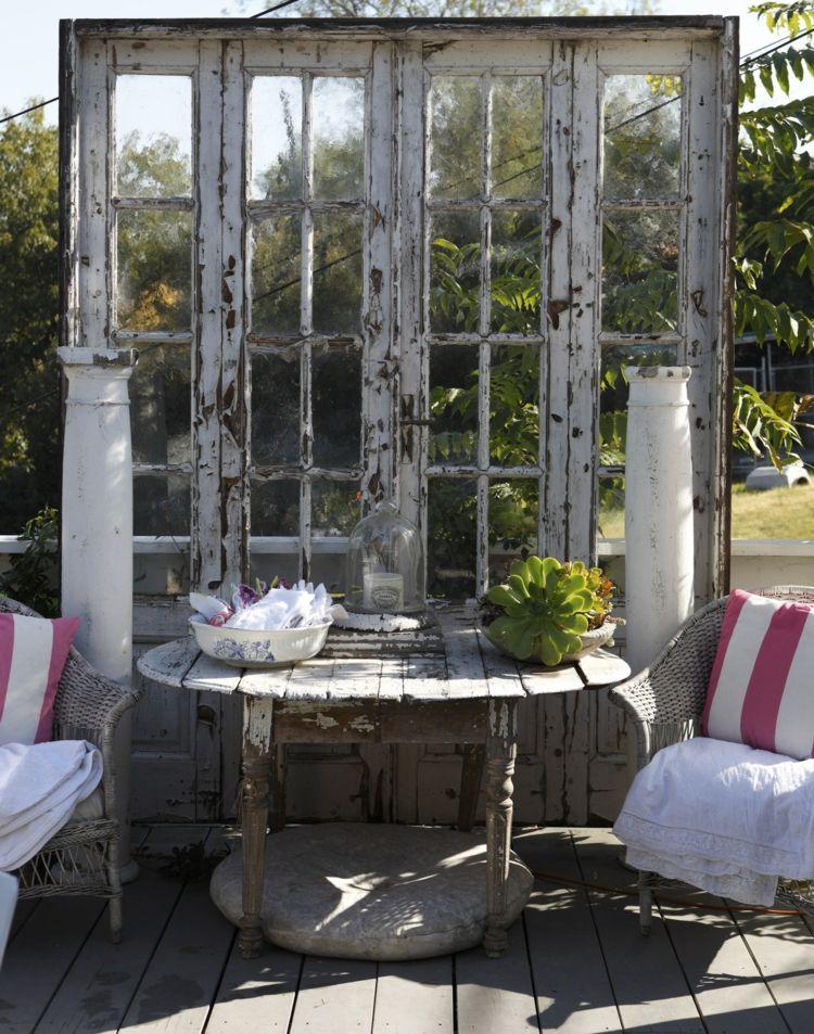 Shabby Chic Sichtschutz aus alten Türen Gartengestaltung - kleinen garten gestalten sichtschutz