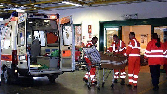 Lavoro Bari  Giuseppe Zezza era stato soccorso dal 118 ma è morto dopo un giorno nell'ospedale di Andria.Feriti lievi per l'altro passeggero. Sulla stessa strada si sono...  #LavoroBari #offertelavoro #bari #Puglia Incidente stradale sulla Corato-Trani 19enne esce fuori strada con l'auto e muore