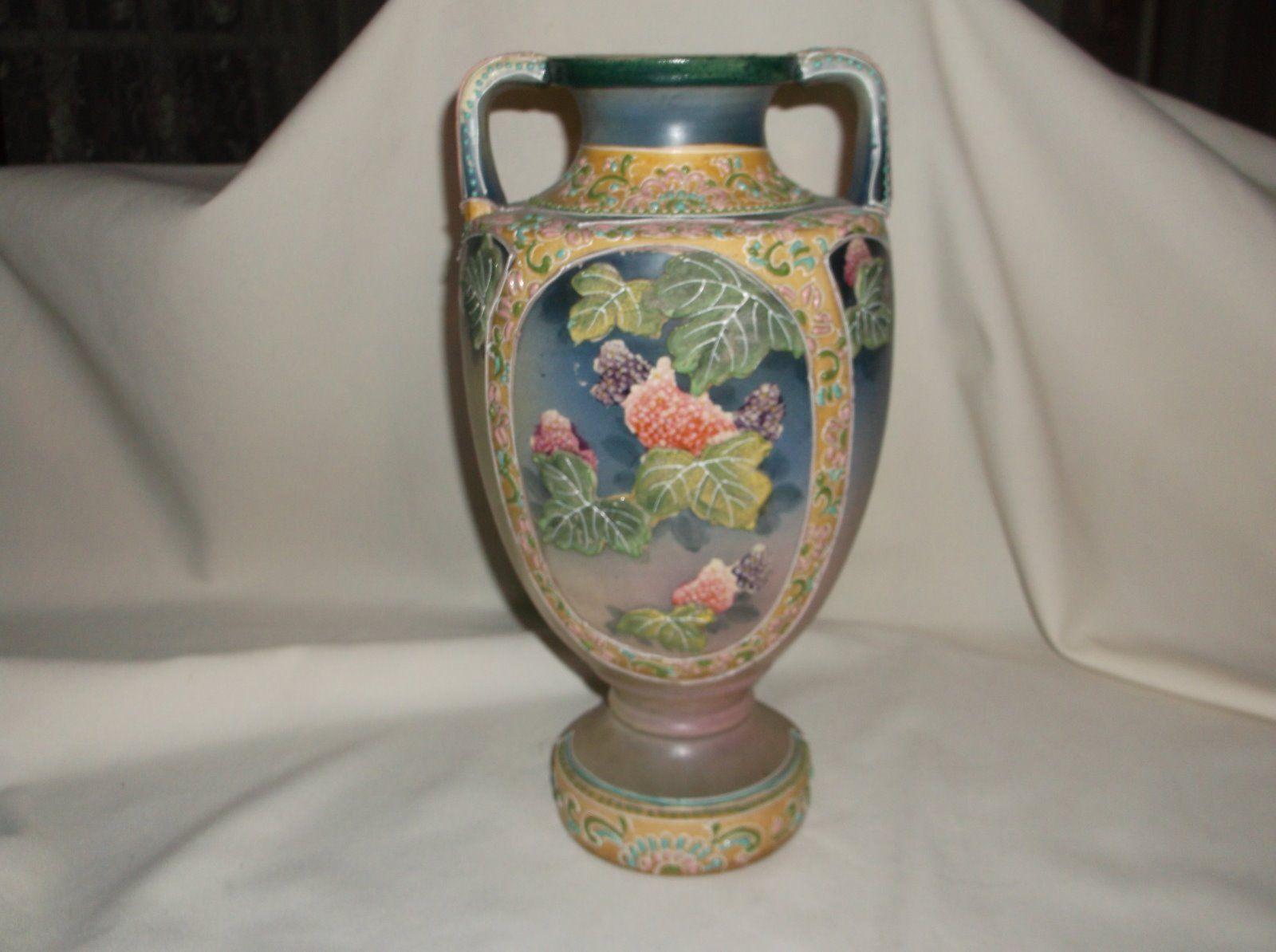 Large nippon moriage beaded floral applied leaves handled vase large nippon moriage beaded floral applied leaves handled vase reviewsmspy