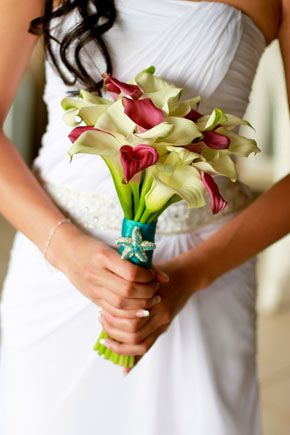 Beach Wedding Ideas - tropical bridal bouquet.  Excellent idea, very simple but chic wedaloha,com.