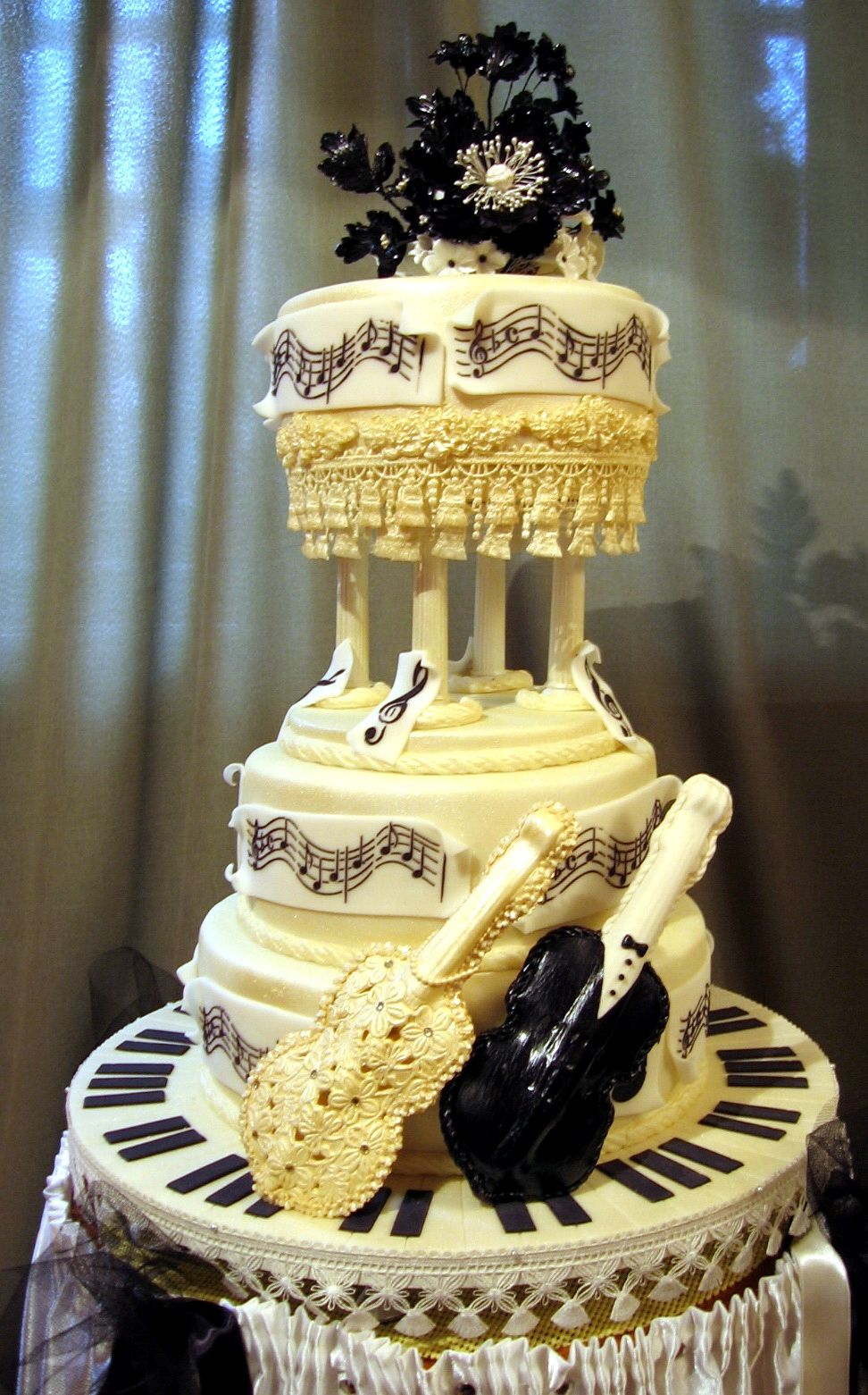 Wedding cakes for musicians musical wedding cake music musical wedding cakes for musicians musical wedding cake music musical instruments junglespirit Image collections