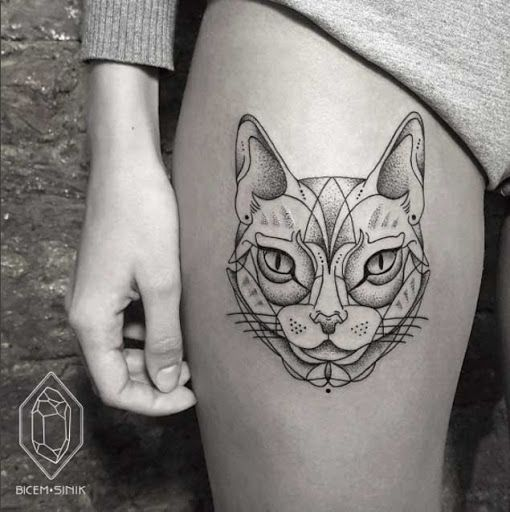 Este criativo dotwork de exibição #tatuagens #tatuagem