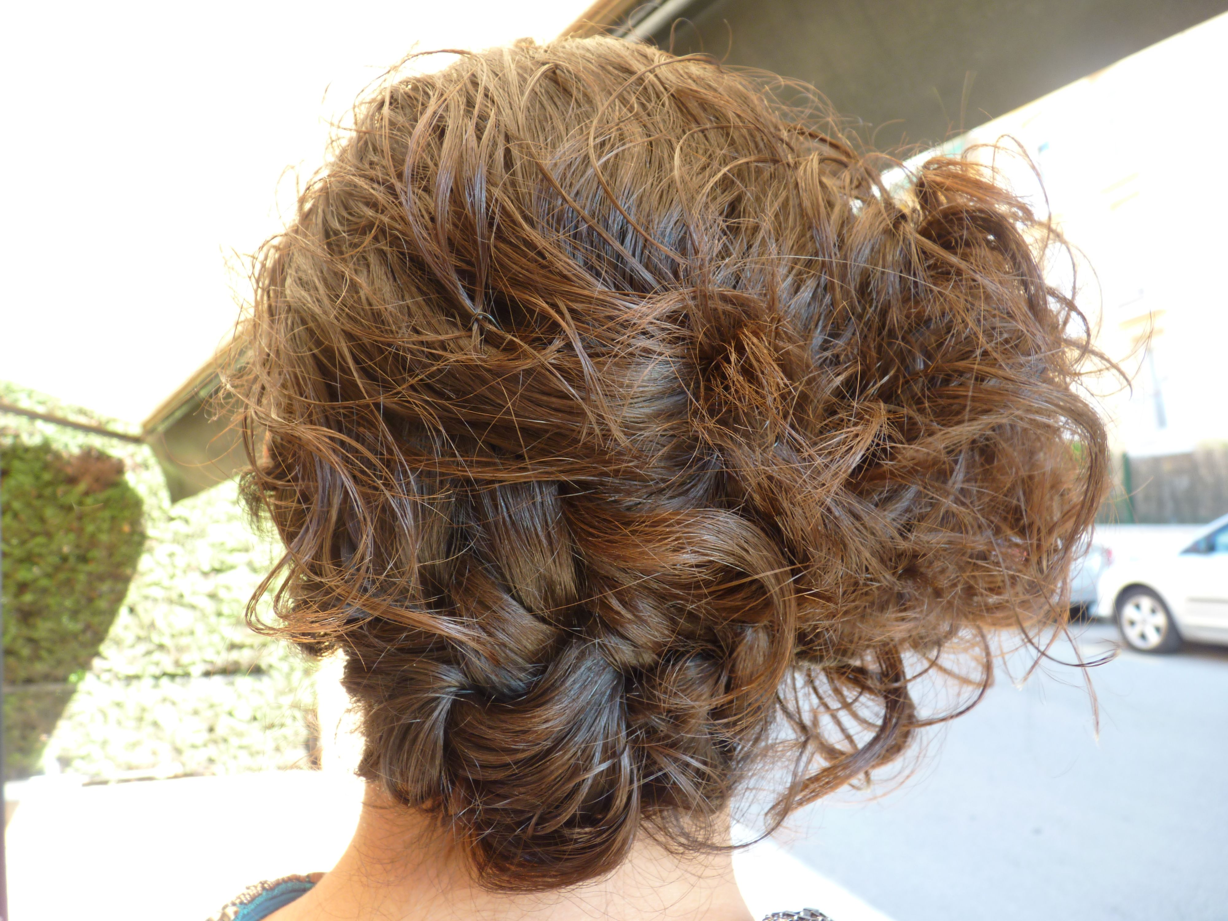 recogido de boda informal para pelo rizado trenza y moo simple wedding hairstyle for - Recogidos Informales Pelo Rizado