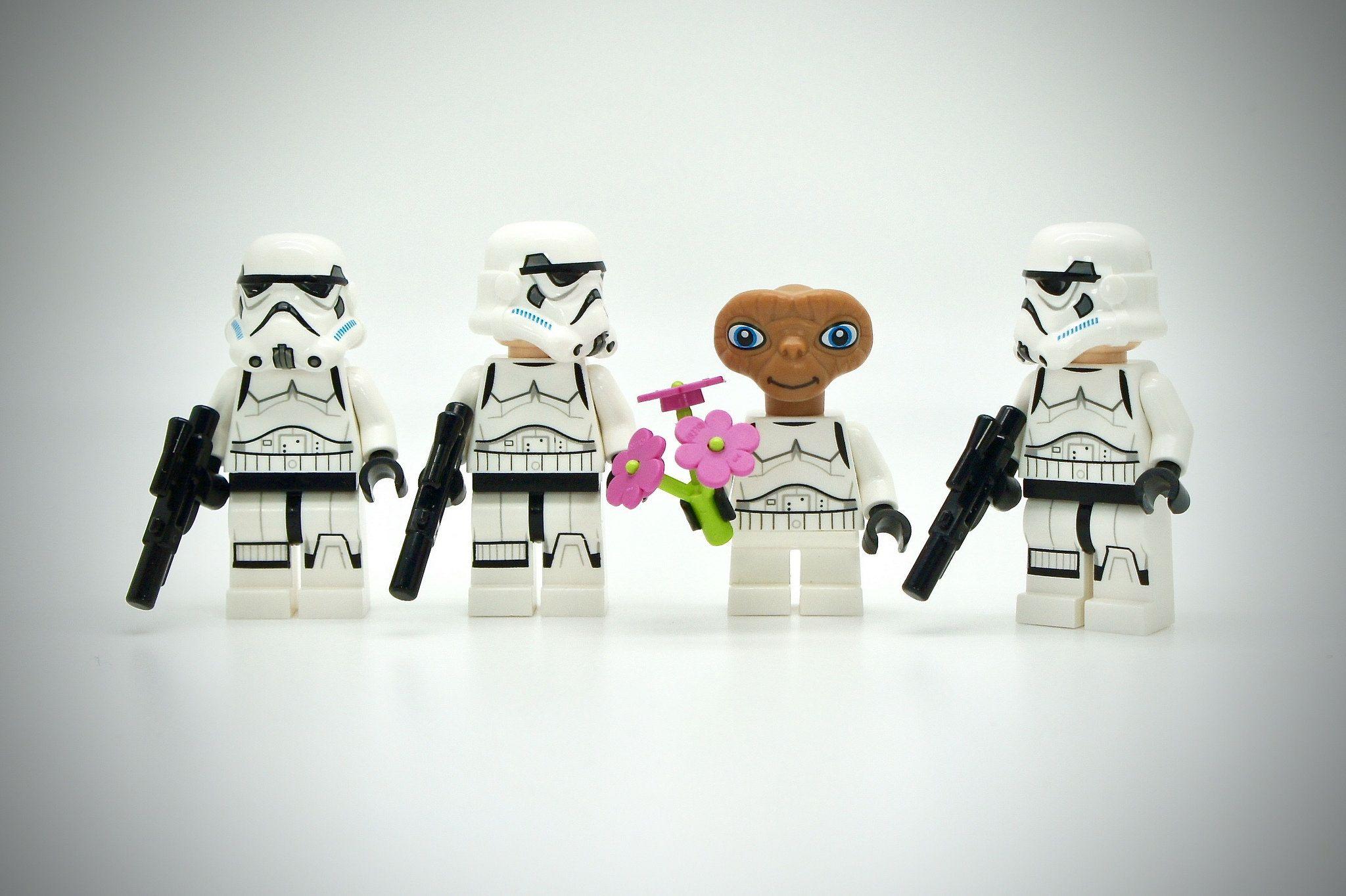 LEGO Stormtrooper E.T.   Lego star wars games, Lego star