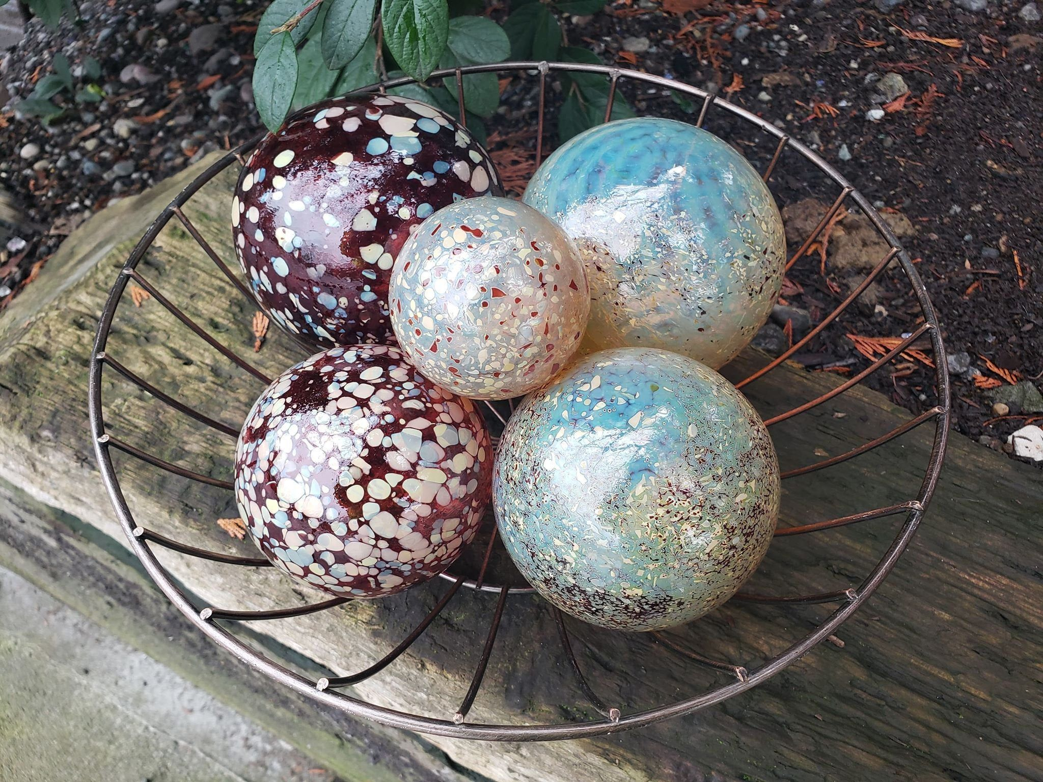 Red And Golden Cream Floats Set Of Five 2 5 4 5 Blown Glass Spheres Decorative Floats For Outdoors In 2020 Glass Fishing Floats Decorative Spheres Glass Blowing