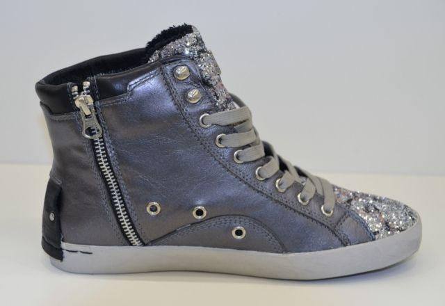 Le calzature Crime, in particolare le sneakers , sono caratterizzate da texture particolari e materiali misti, molto resistenti e realizzati con un'alt ...