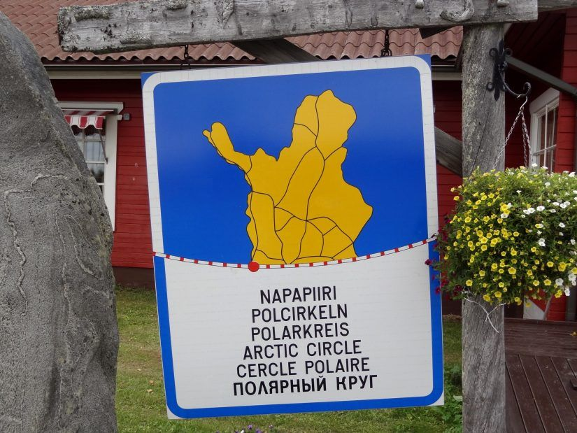 Ylitä Napapiiri Lapissa Pellossa sijaitsevassa Juoksengin kylässä
