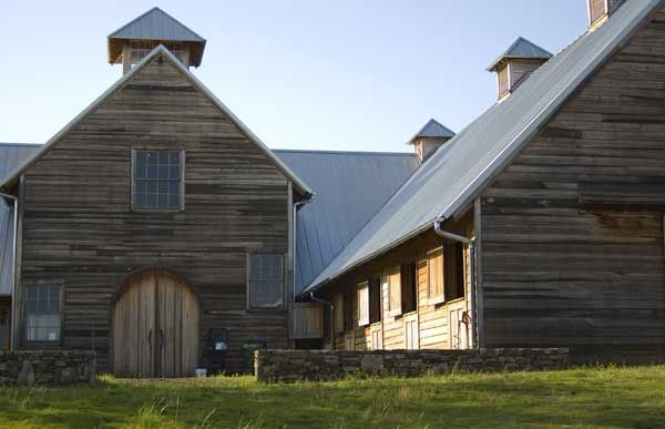 Awesome Structure And Inward Turn Of Barn Country Barns Barn House Barn