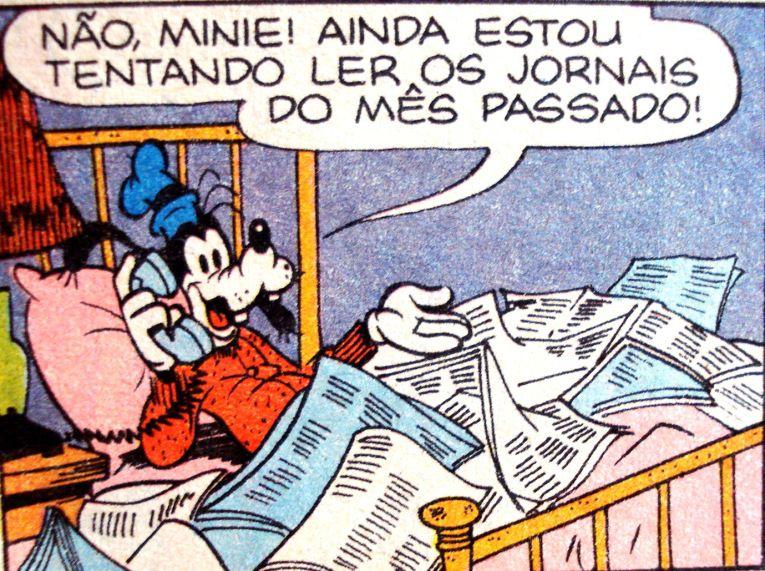 Pateta sob uma pilha de jornais velhos, ilustração de Walt Disney