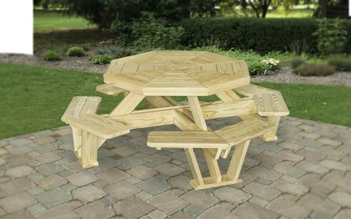 table de jardin en palette avec banquette en palette, bois clair ...