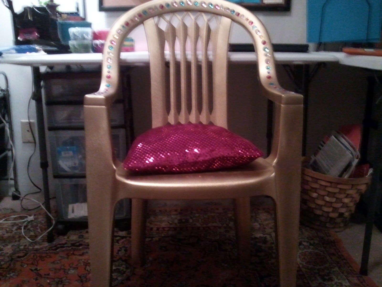 Diy throne with a plastic lawn chair vbs decorations for Diy king throne chair