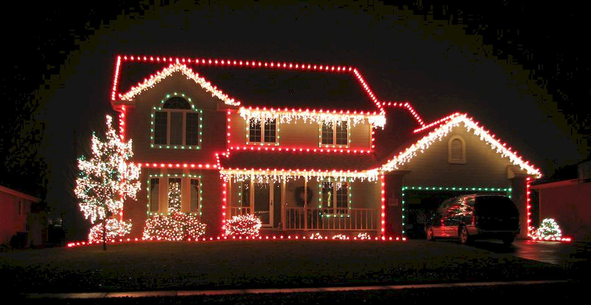 70 Awesome Farmhouse Style Exterior Christmas Lights Decorations Decorar Casa Navidad Navidad Decoracion De Unas