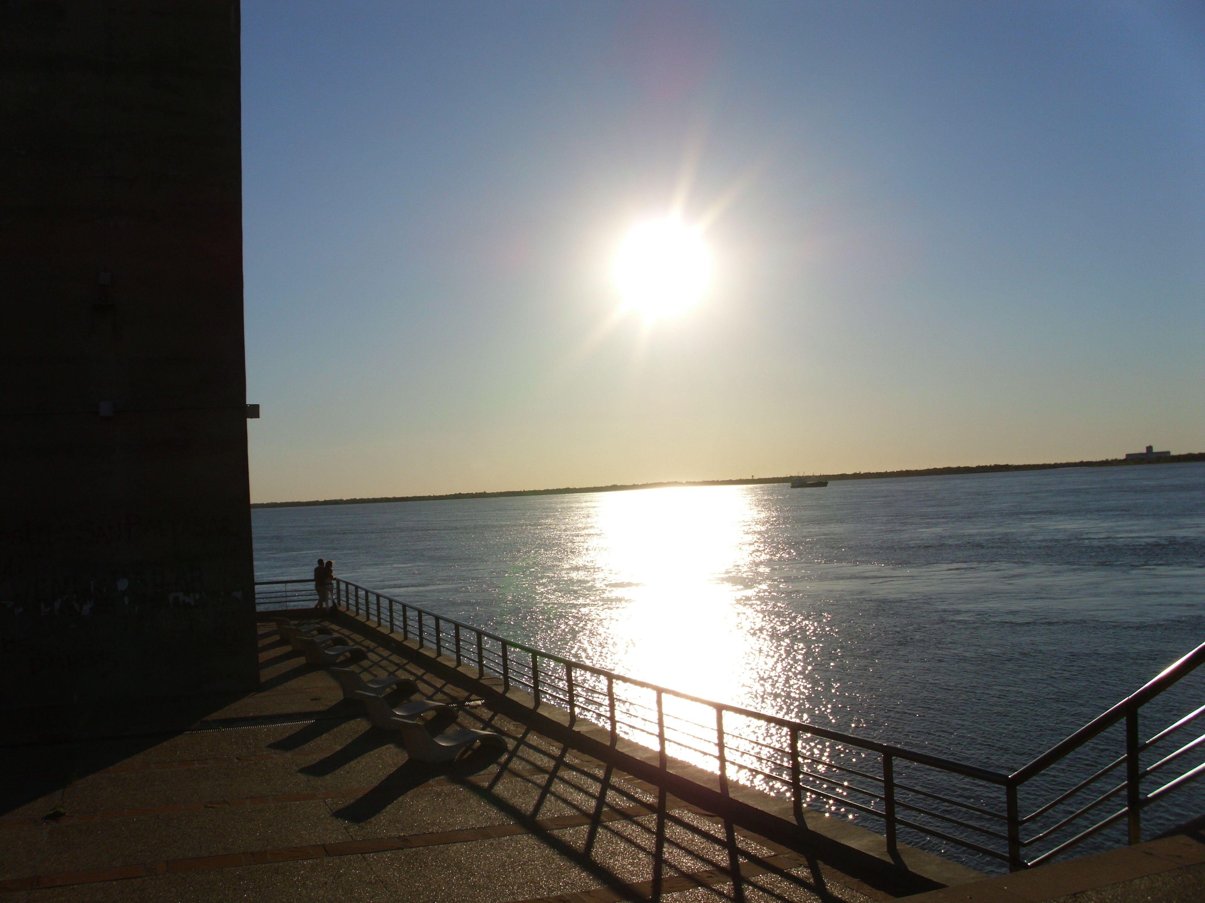 El Río Paraná y la puente de Corrientes