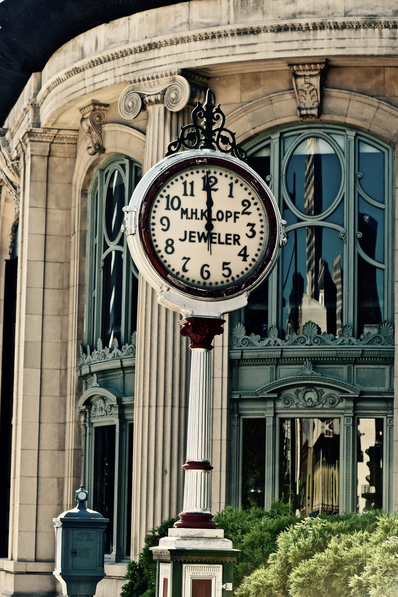 Time Stands Still Milwaukee Wi Street Clocks Pinterest