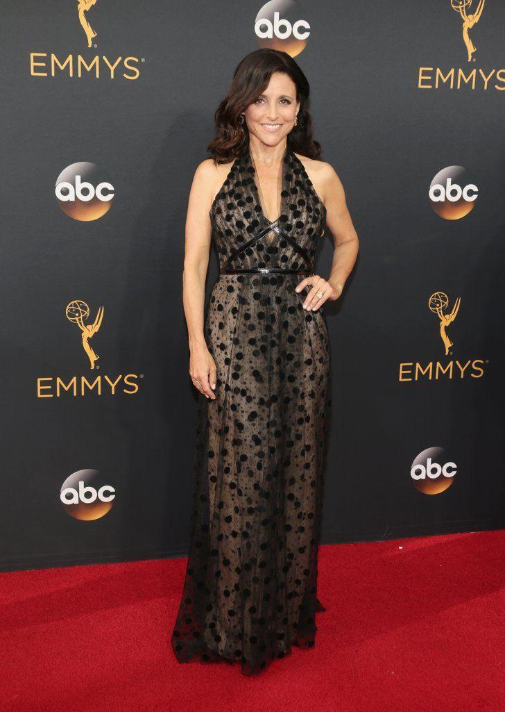 Retour Sur le Tapis Rouge des Emmy Awards 2016 Julia Louis-Dreyfus Portant une tenue signée Carolina Herrera.