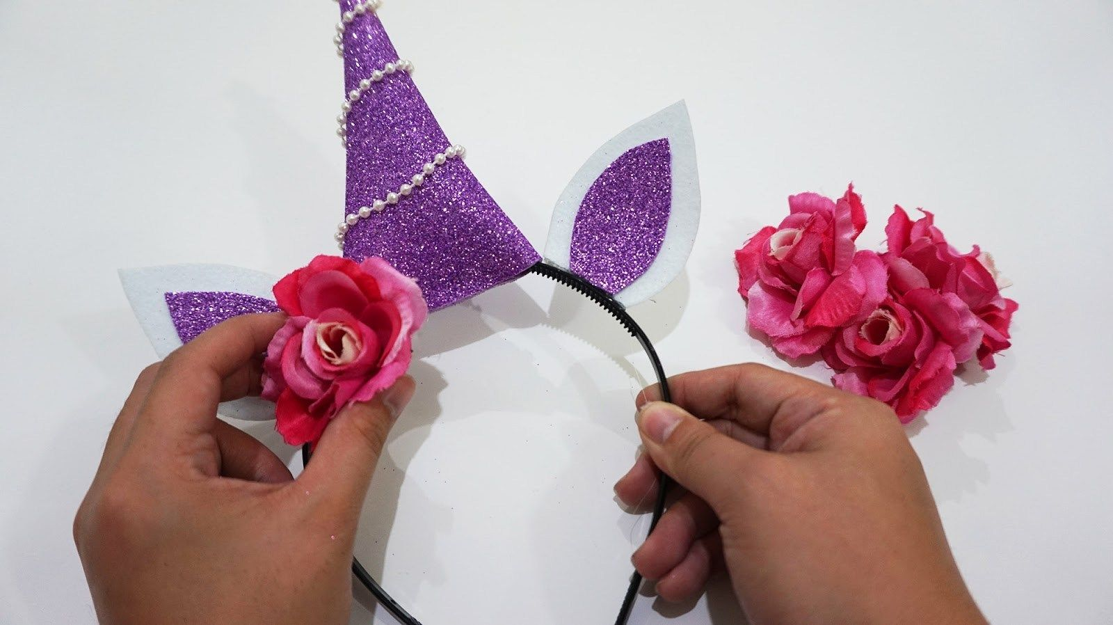 17 Gorgeous DIY Unicorn Party Headbands - Diy unicorn party, Diy unicorn headband, Unicorn headband, Party headband, Unicorn party, Unicorn crafts - Make your unicorn themed birthday party even more magical with one of these goreous DIY Unicorn headbands  Easy & cheap to make these headbands are a hit!