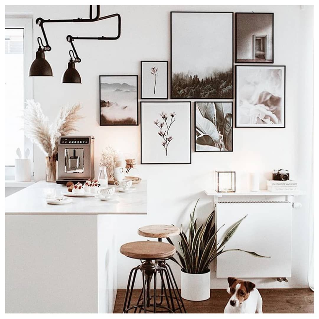 Wohndeko Online This Stunning Gallery Wall In Earthy Tones Brings A Smile To Our Face (oh, And So Does The Cute Dog!) ☺️ Thank Yo… | Günstige Wohndeko, Einrichtungstipps, Haus Deko