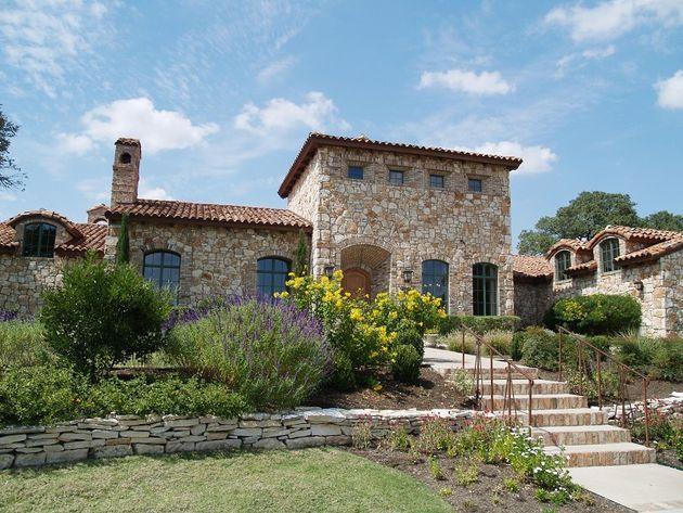 Italian farmhouse serramenti pinterest italian villa for Italian villa architecture