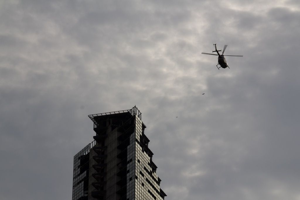 A police helicopter flying over #TorreDeDavid. | A Skyscraper Becomes The World's Tallest Slum. [Image credit: JoséMa Orsini]