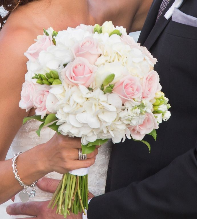 how to make a bridal bouquet with hydrangeas and roses