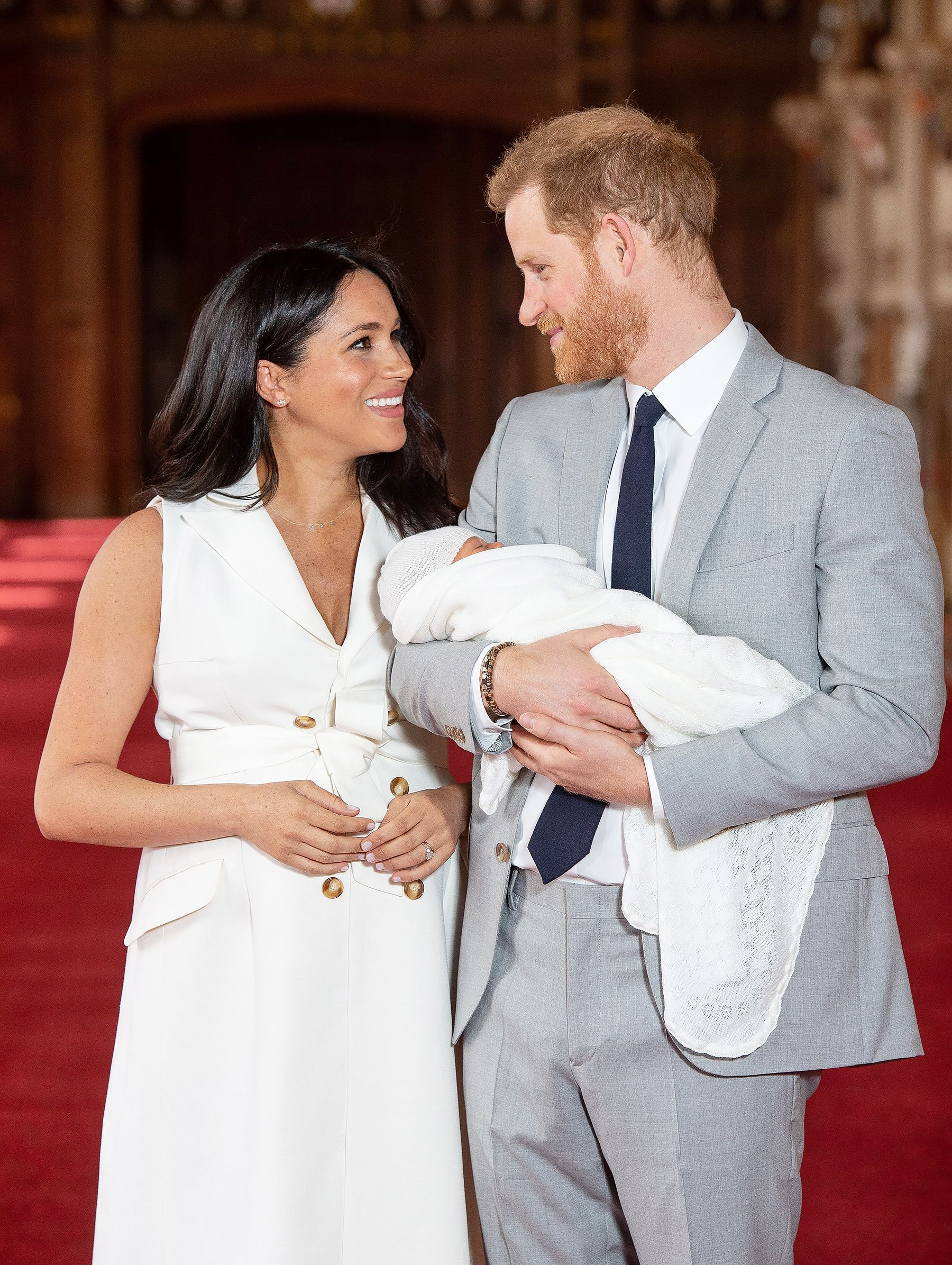 See The First Photos Of Meghan Markle And Prince Harry With Their Royal Baby Prince Harry Prince Harry And Meghan Meghan Markle Prince Harry
