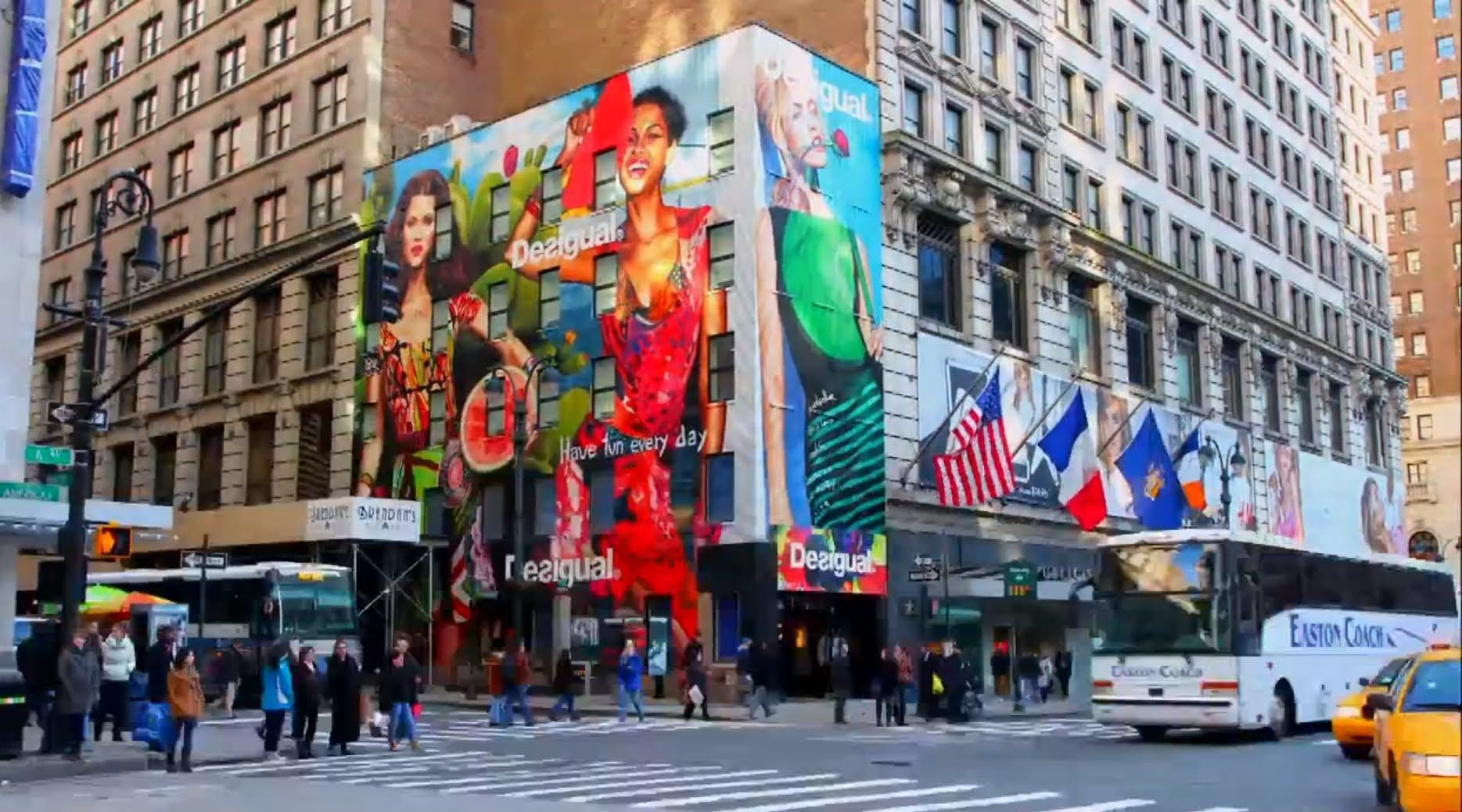 The tallest models of the world in Herald Square - Desigual New York