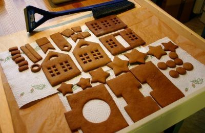 Gingerbread house in pieces and a Finnish Gingerbread recipe. Sounds good.... I like cardamon.