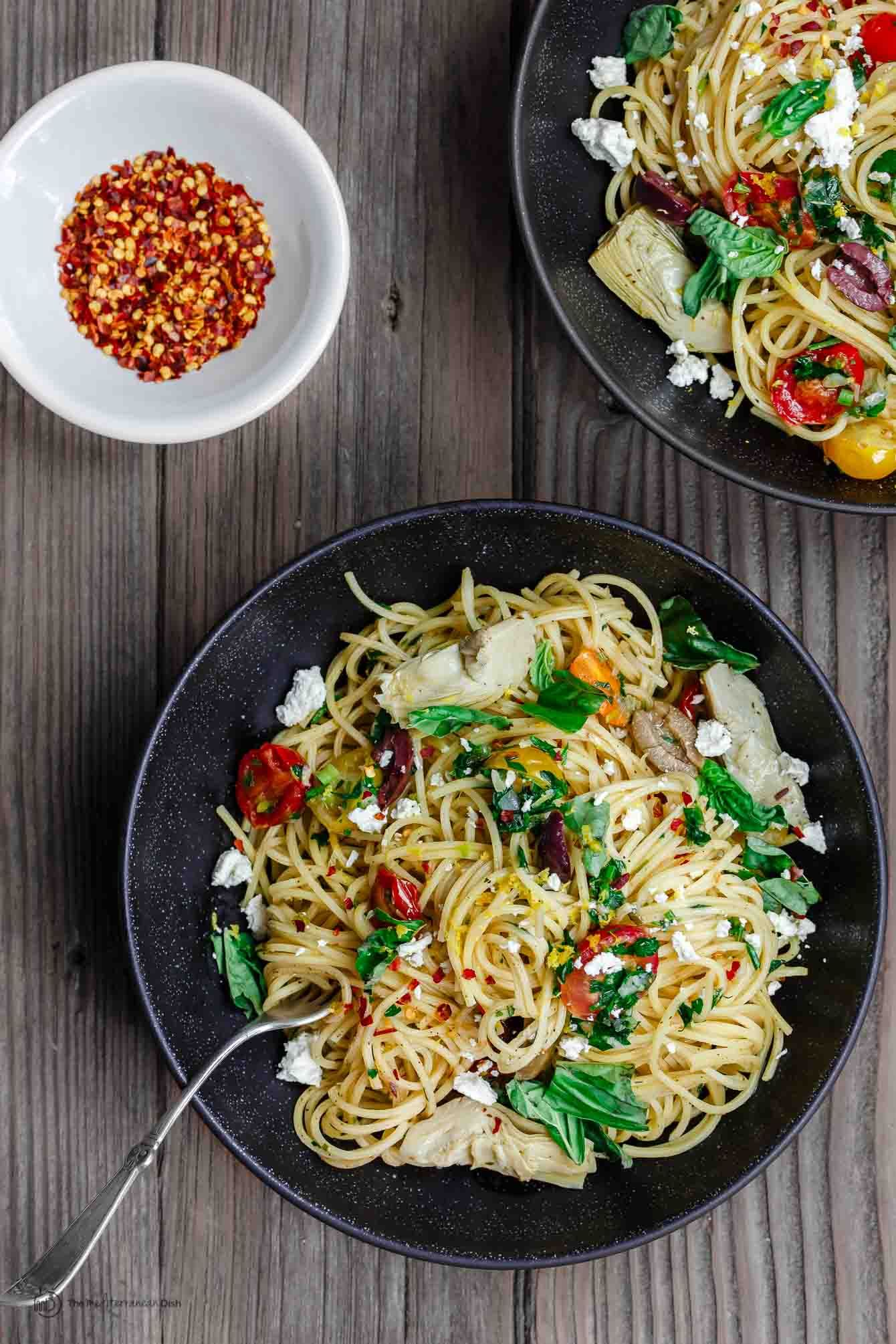 Simple Mediterranean Olive Oil Pasta   Rezept   Gemischte Rezepte ...