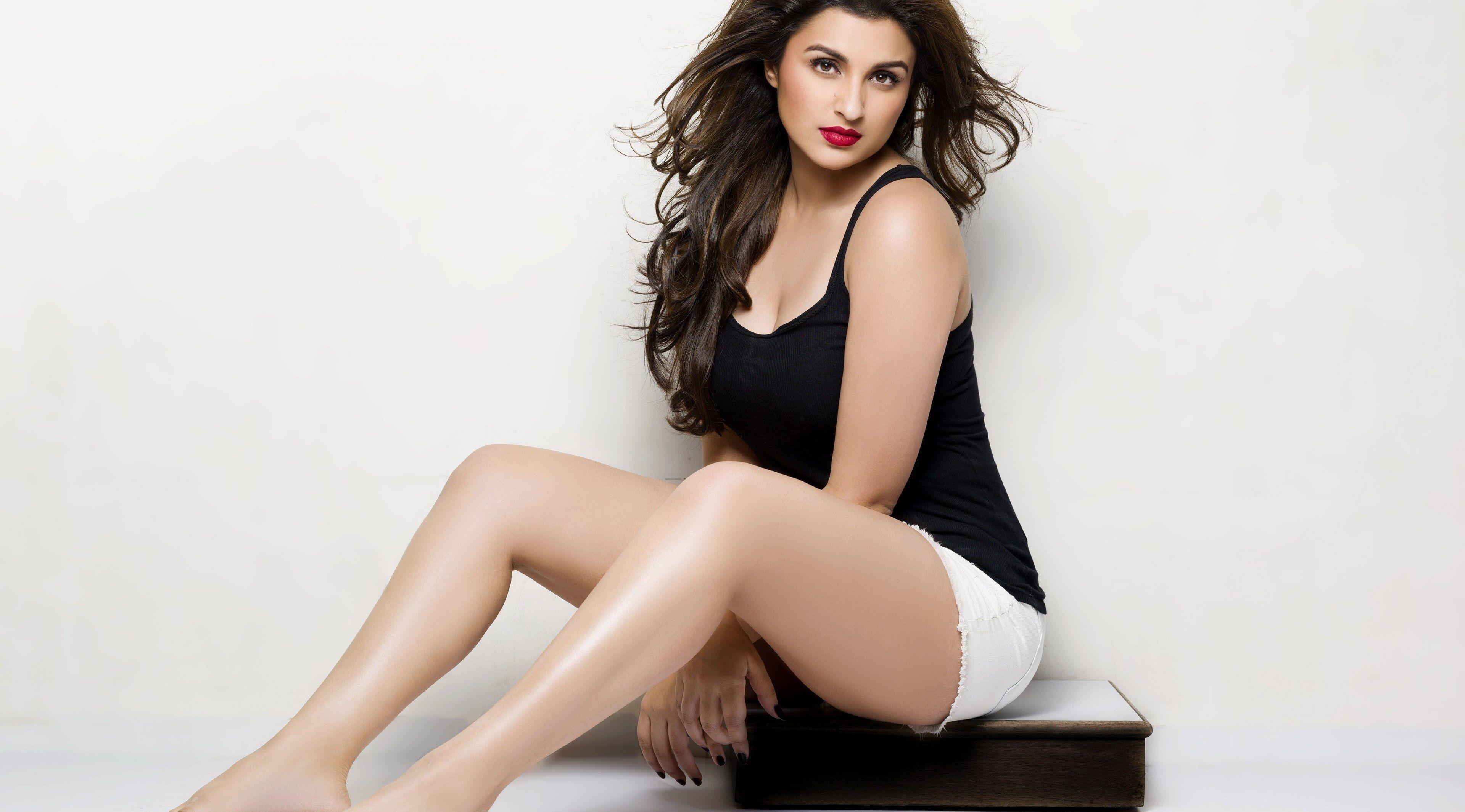 Bollywood actress hot photos sexy bikini pics