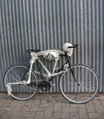 Skeleton Bicycle Makes You Look Like A Real Humanitarian Bicycle Bicycle Design Bike Art