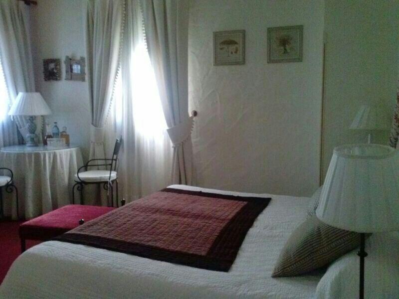 Dormitorio con rincon de tertulia