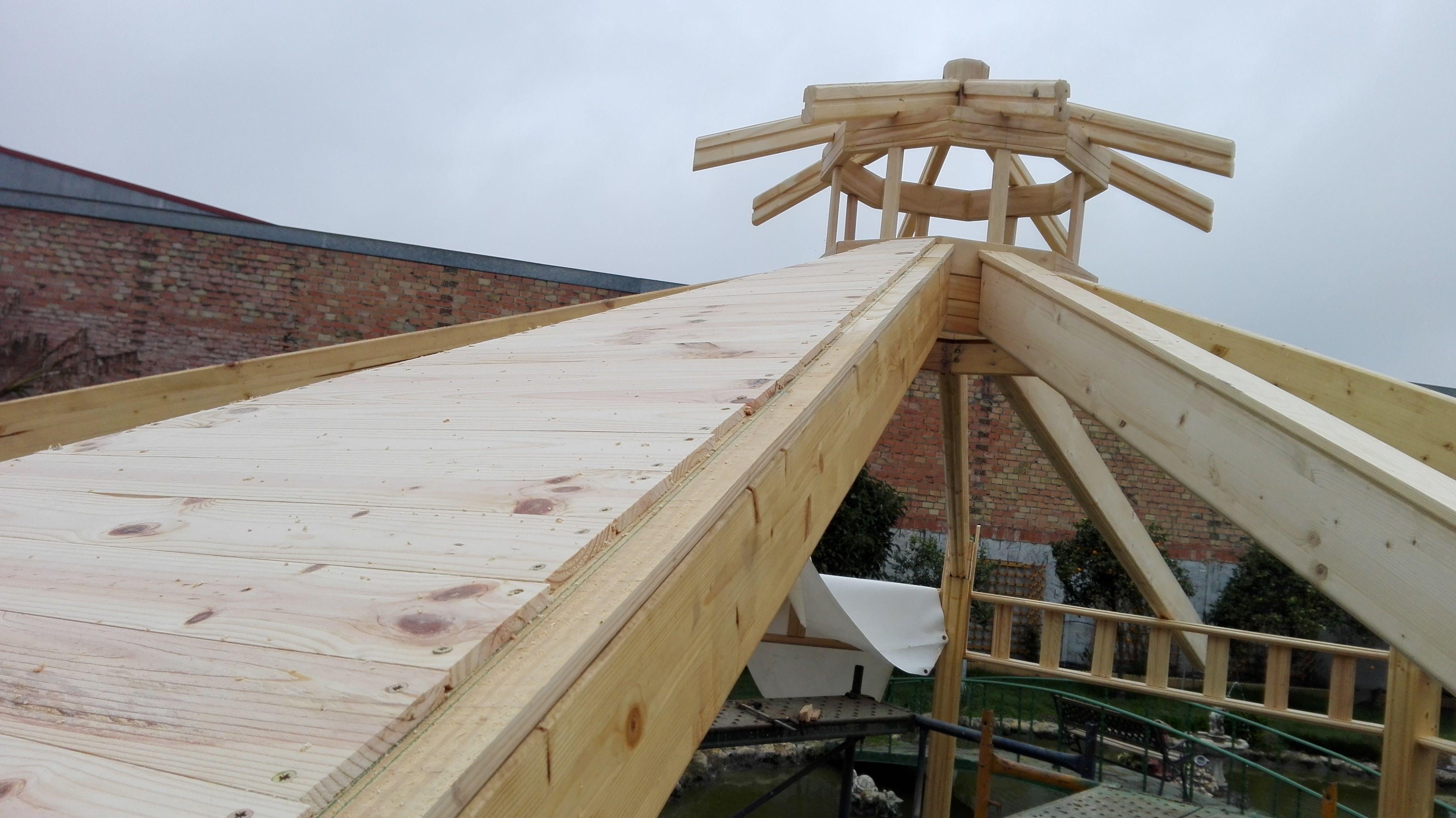 Kiosco octogonal con tejado a 16 aguas de madera tejado for Tejados de madera
