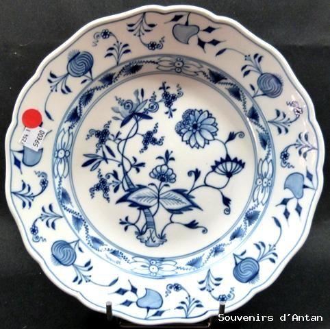 assiette ancienne en porcelaine de meissen fleur d 39 oignon. Black Bedroom Furniture Sets. Home Design Ideas