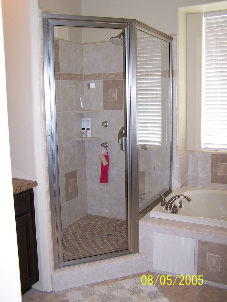 Framed shower door unit with step-up return panel. | Bathrooms ...