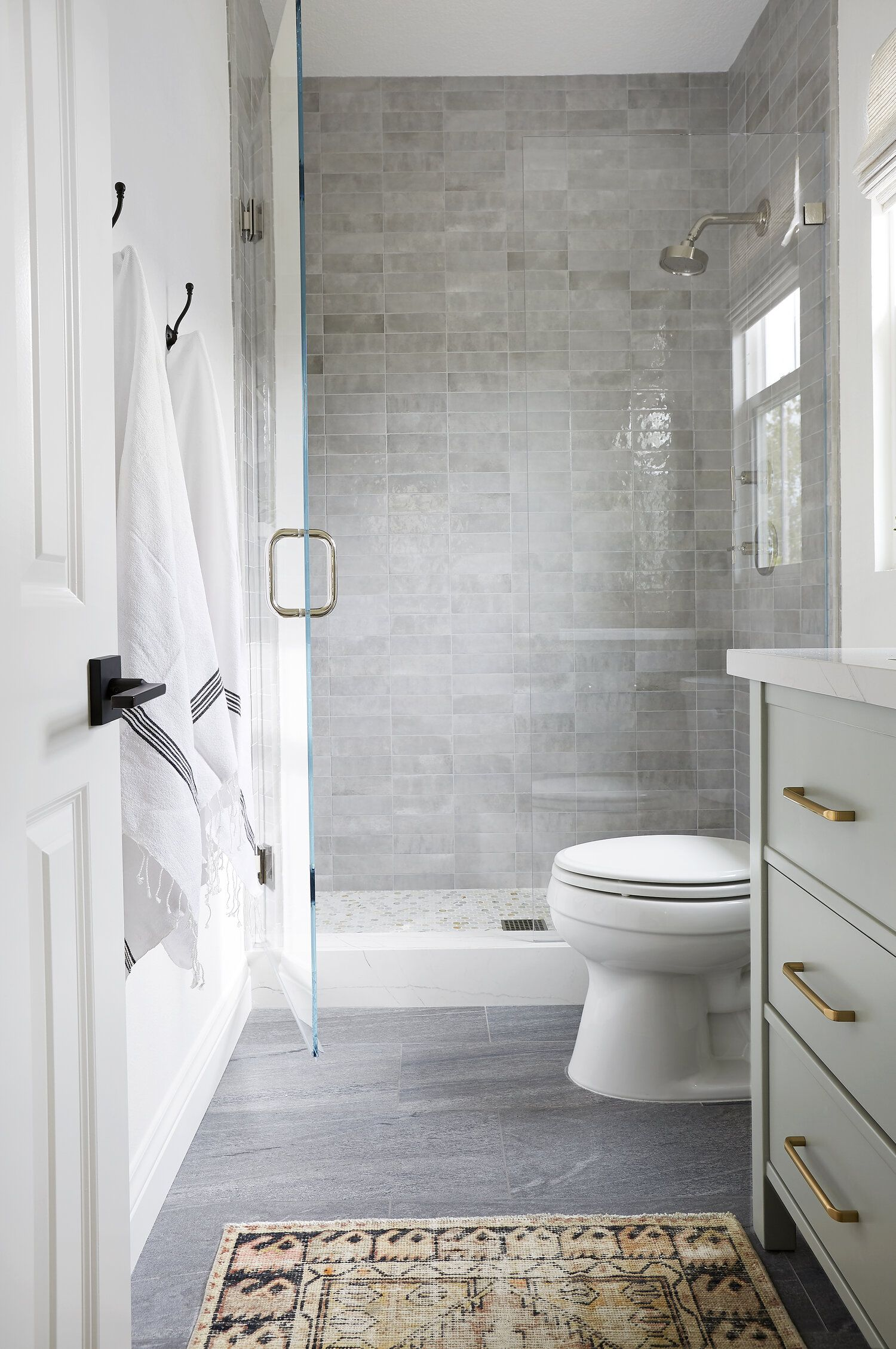 Pretty Neutral Bathroom Design By Los Angeles Interior Designer Lindsey Brooke Design Jpg In 2020 Bath Remodel Guest Bathroom Neutral Bathrooms Designs